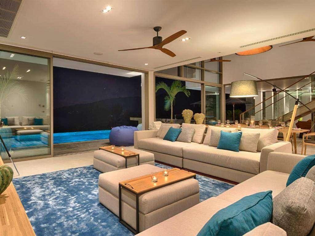 Woonkamer van Malaiwana Residences aan Nai Thon Beach in Phuket, Thailand