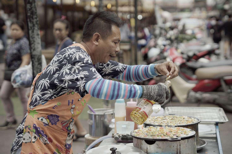 Streetfood vlakbij de Thaksin Brug in Bangkok