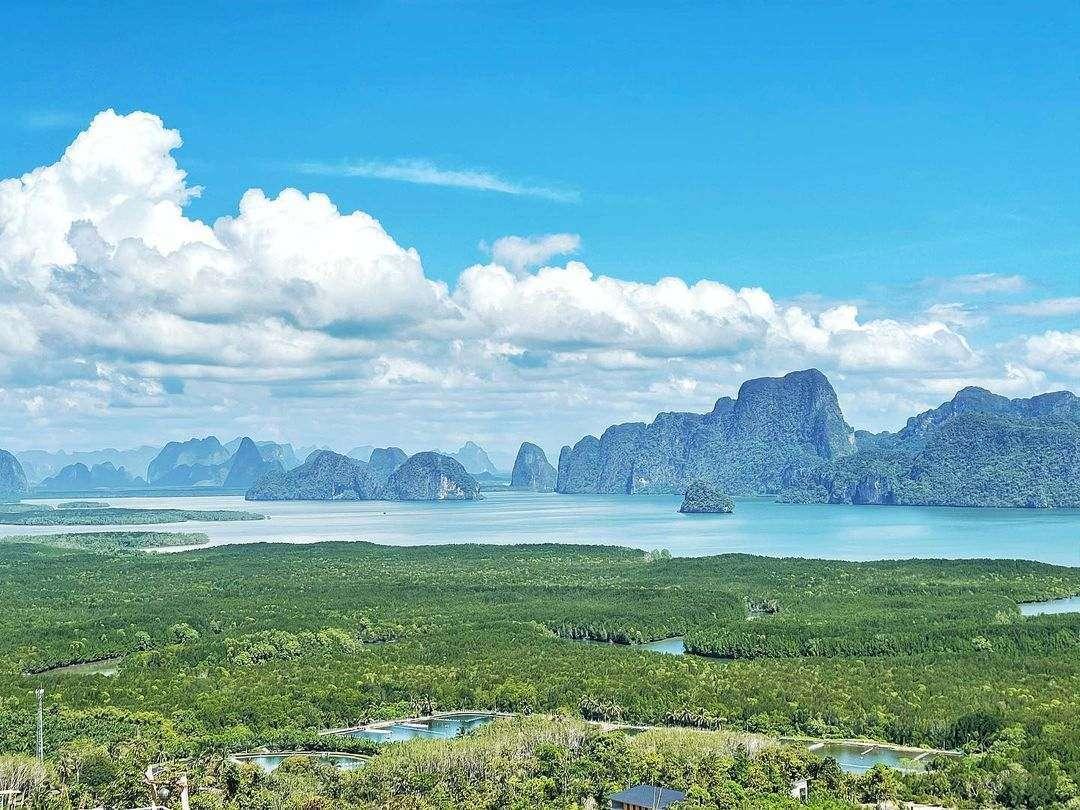 De baai van Phang Nga