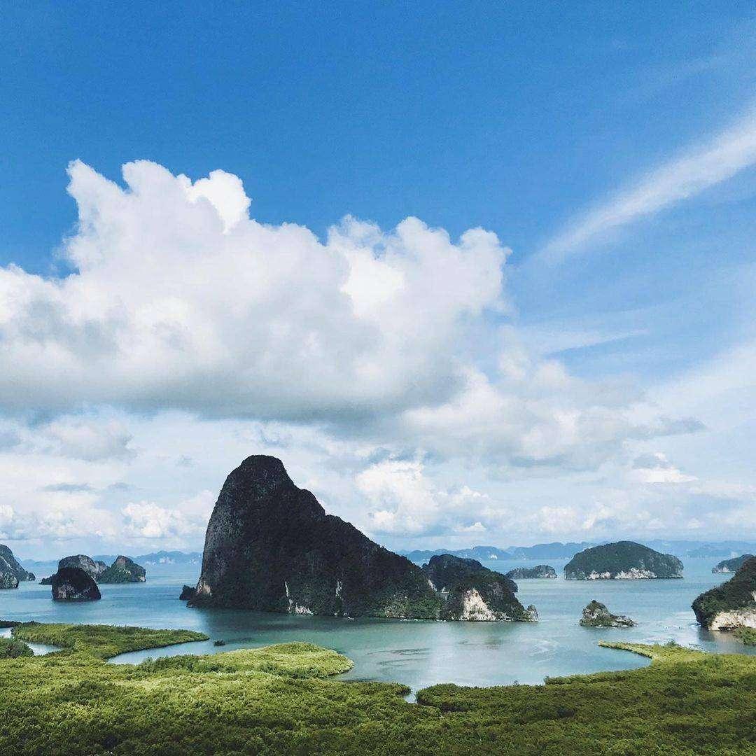 Samet Nangshe Viewpoint in de baai van Phang Nga, Thailand