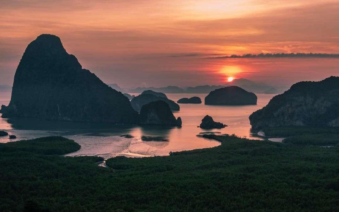 Samet Nangshe Viewpoint tijdens de zonsopkomst