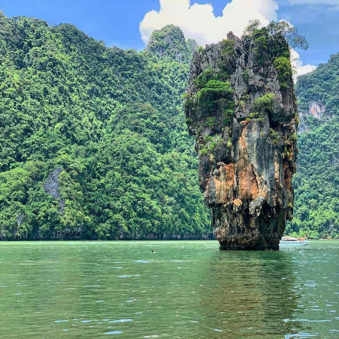 James Bond Eiland in de baai van Phang Nga, Thailand