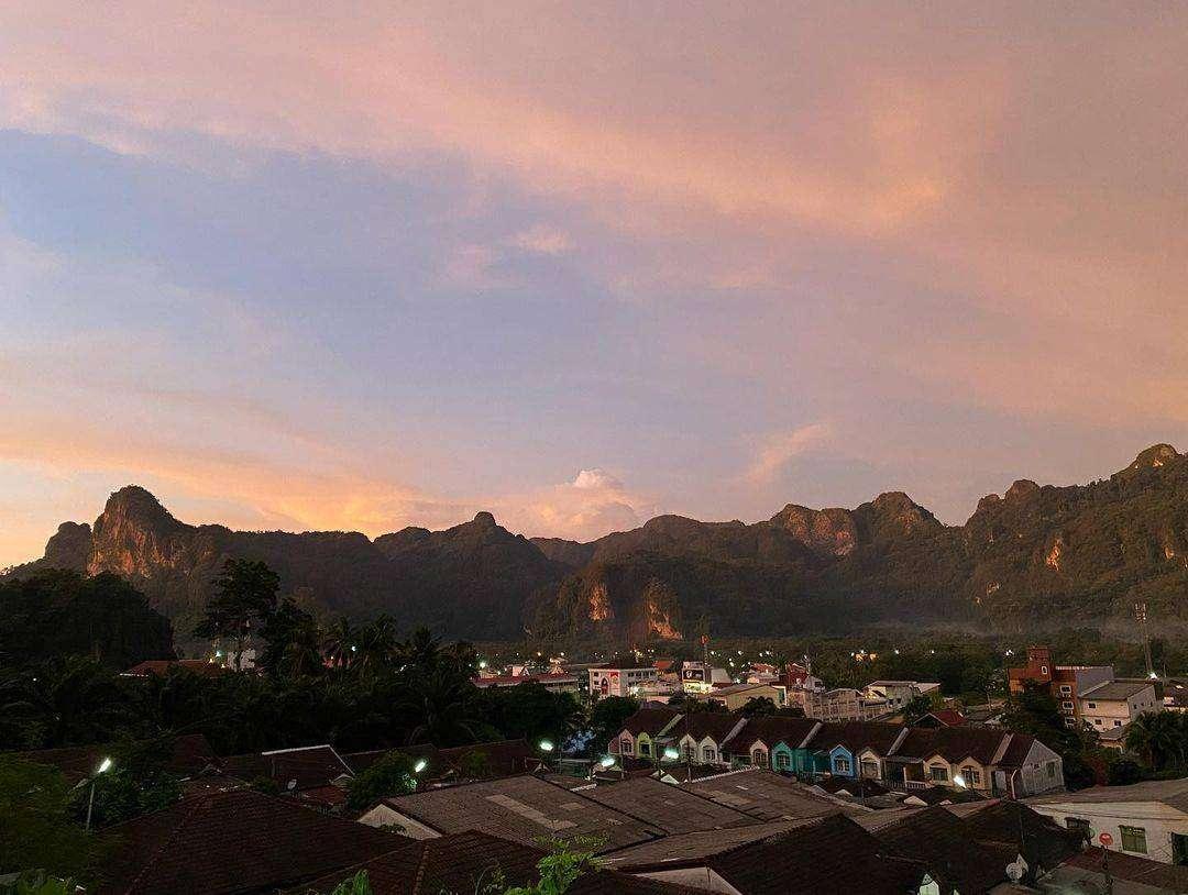 Phang Nga Town tijdens schemering