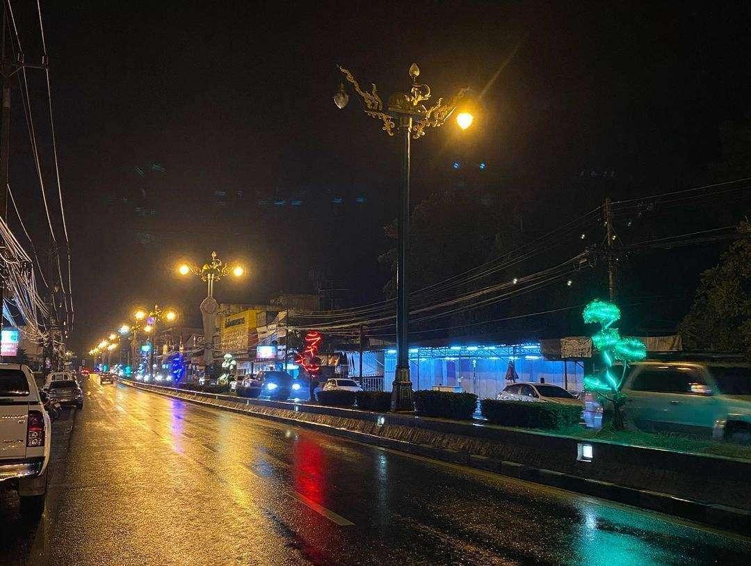 Phang Nga Town in de avond