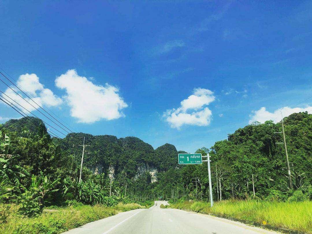 Een snelweg in Phang Nga