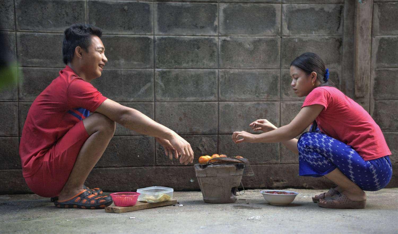 Op straat eten vlakbij het Victory Monument in Bangkok