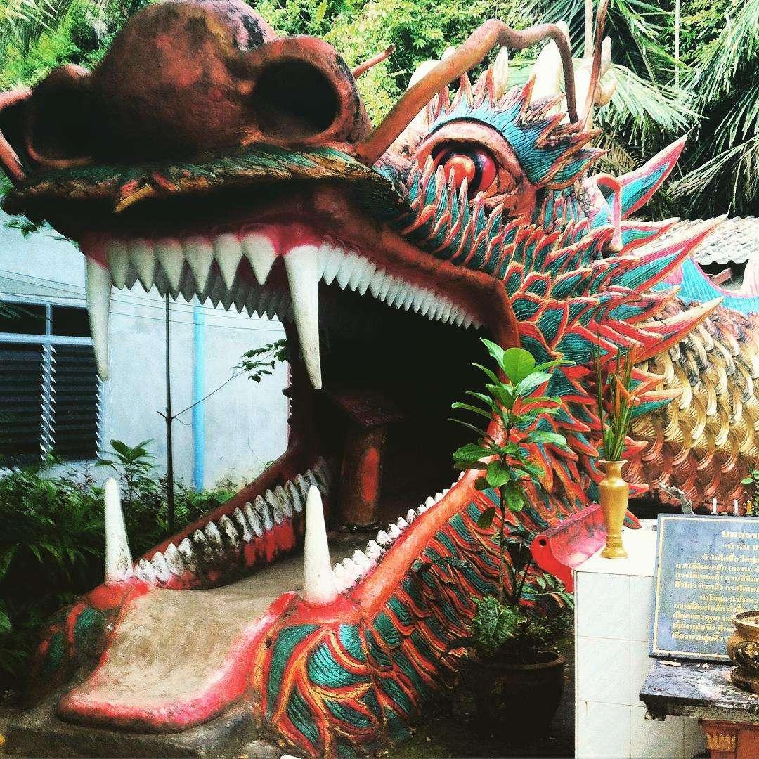 Drakenkop in de Wat Than Ta Pan tempel in Phang Nga