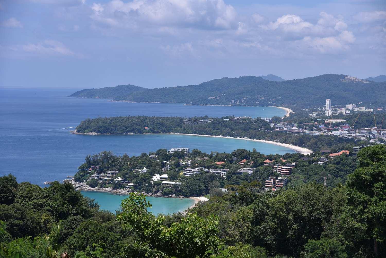 Uitzicht vanaf Karon Viewpoint in Phuket, Thailand