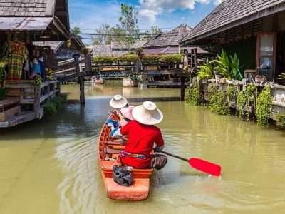 Pattaya Floating Market Mensen In Een Bootje Op De Markt