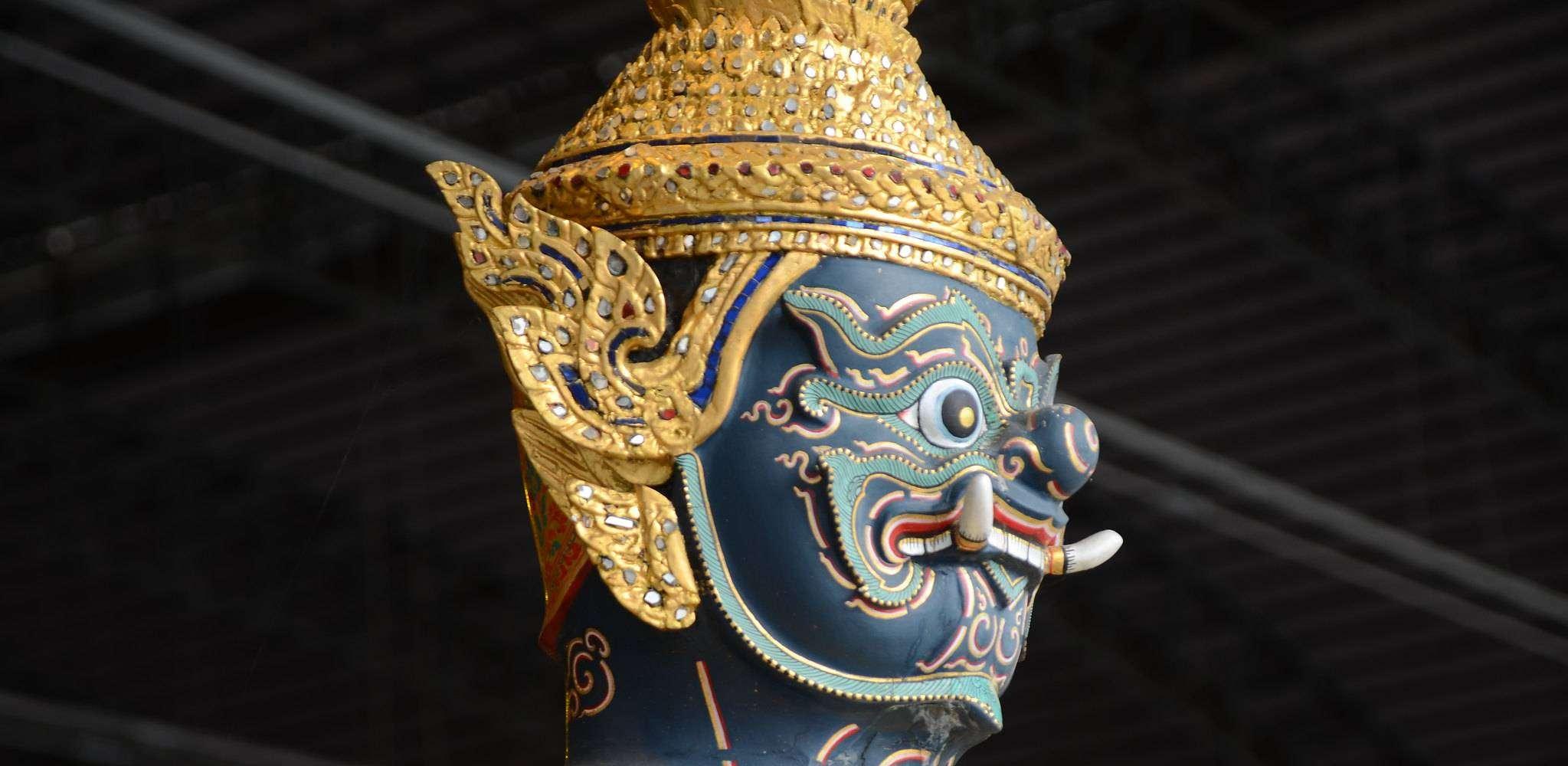 Een Yaksha in het Royal Barge Museum in Bangkok