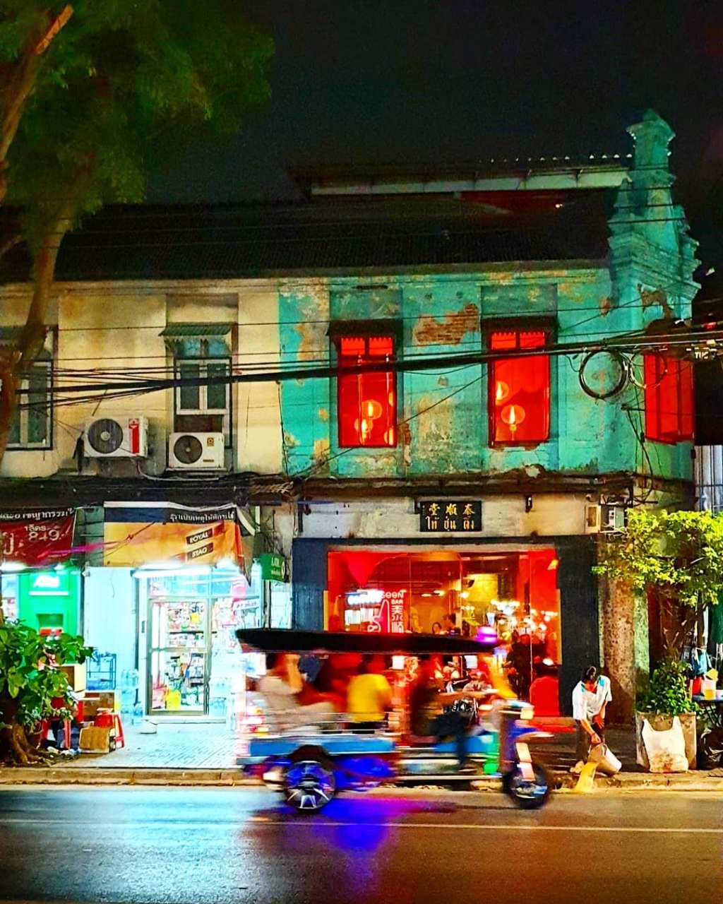 Een tuk tuk in Bangkok