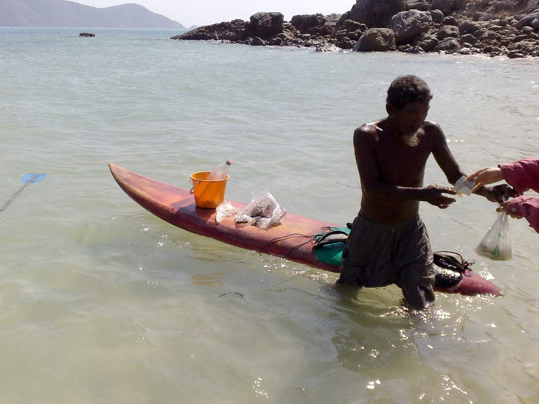 Urak Lawoi bringing food