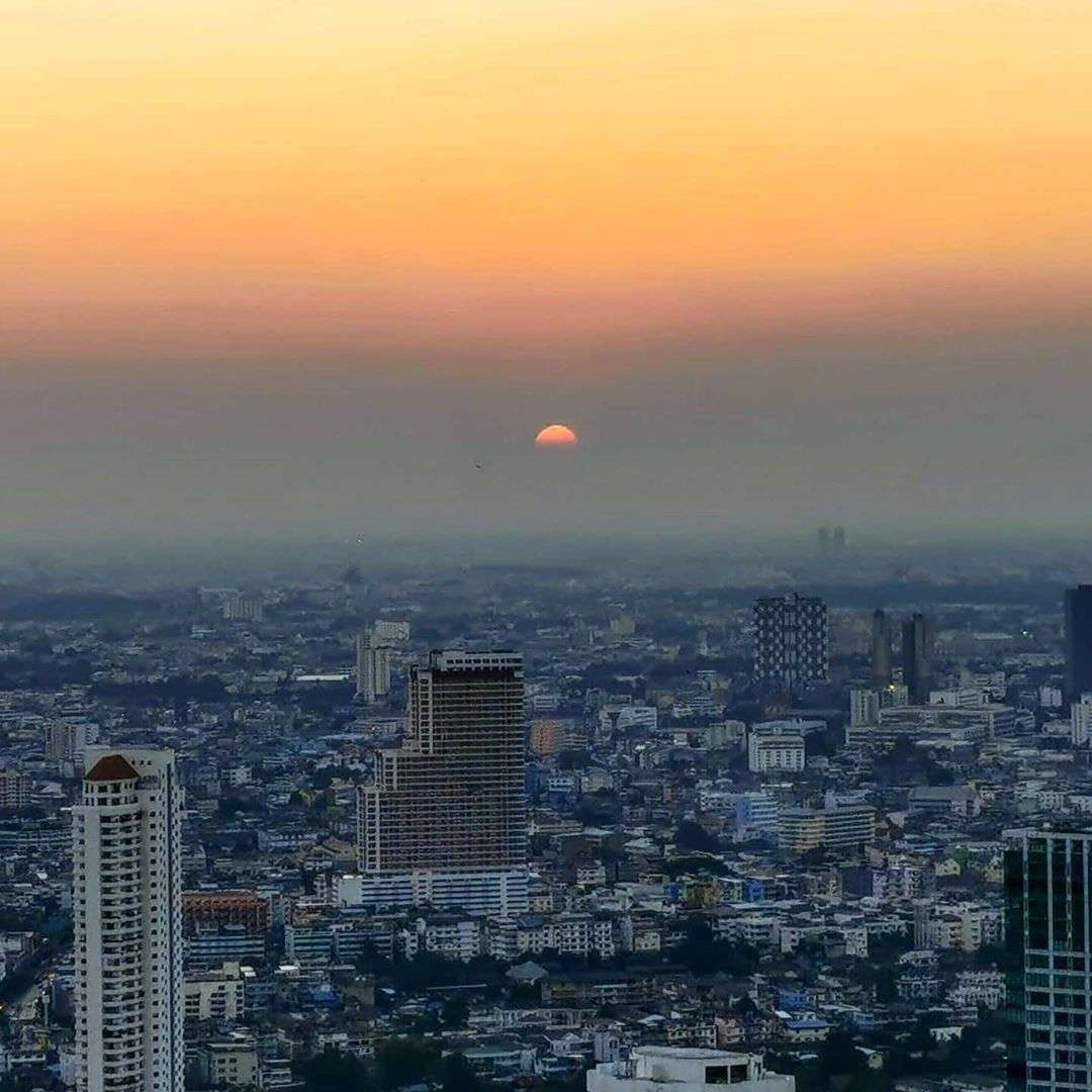 Zonsondergang vanaf de Lebua Tower in Bangkok