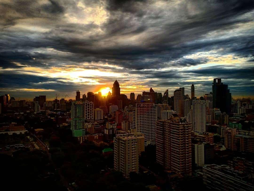 Zonsondergang gezien vanaf Long Table in Bangkok