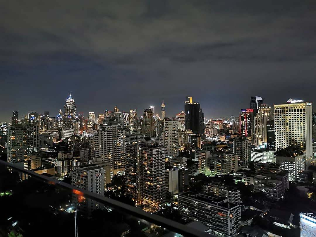 Uitzicht over de sky line van Bangkok gezien vanaf Long Table