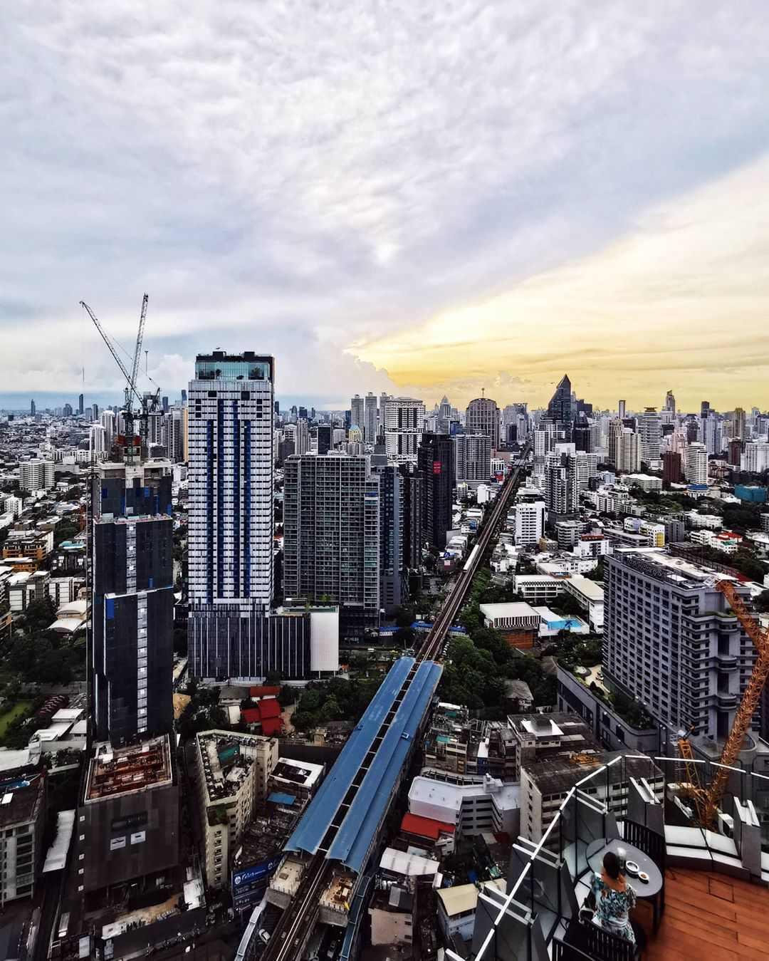 Uitzicht over Bangkok vanaf Octave overdag