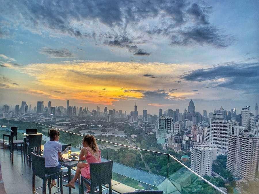 Buiten bij Long Table in Bangkok