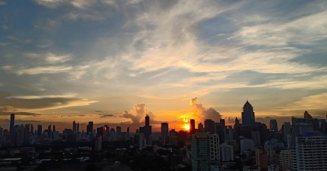 Zonsondergang over Bangkok gezien vanaf Long Table