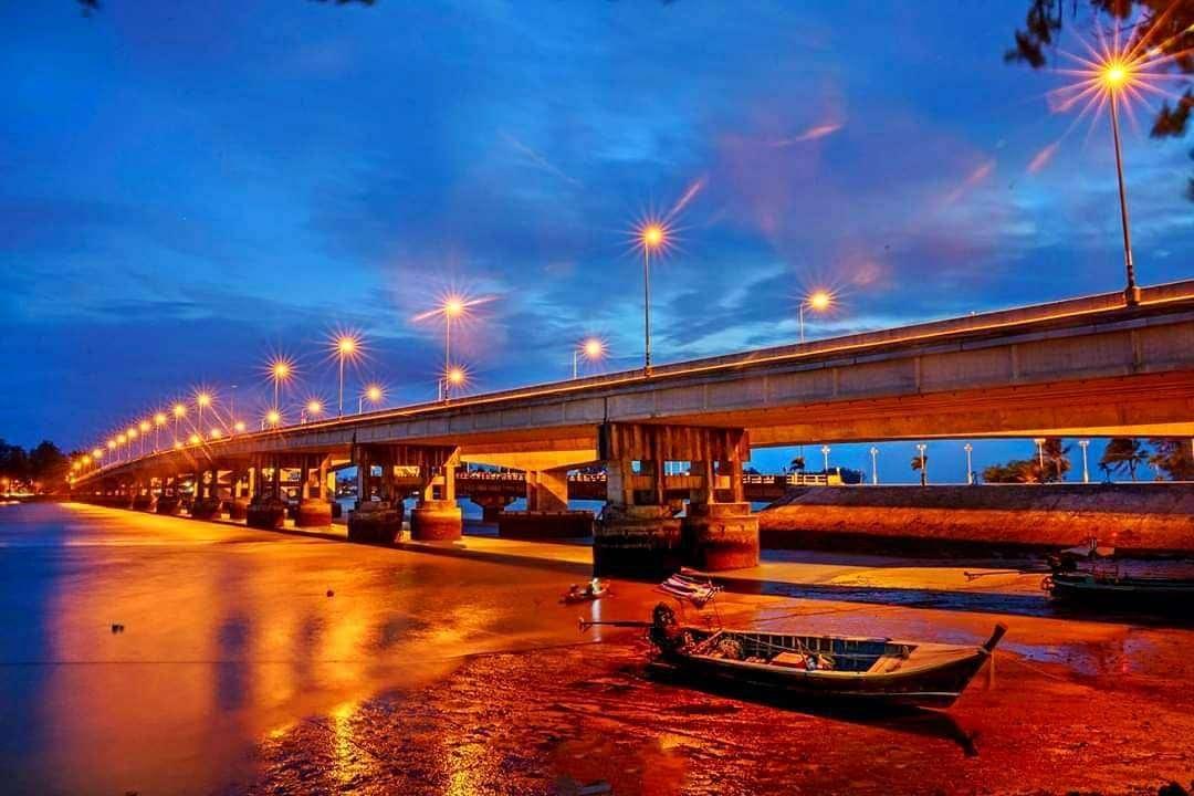 De Sararsin Brug op Phuket