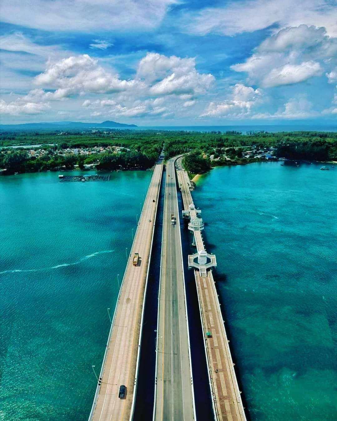 De Sarasin brug op Phuket gezien met een drone