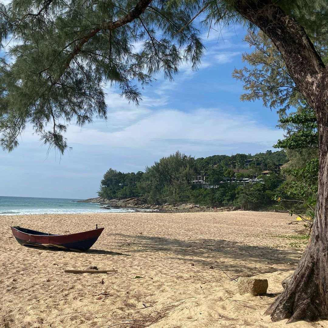 Bootje op Nai Thon Beach