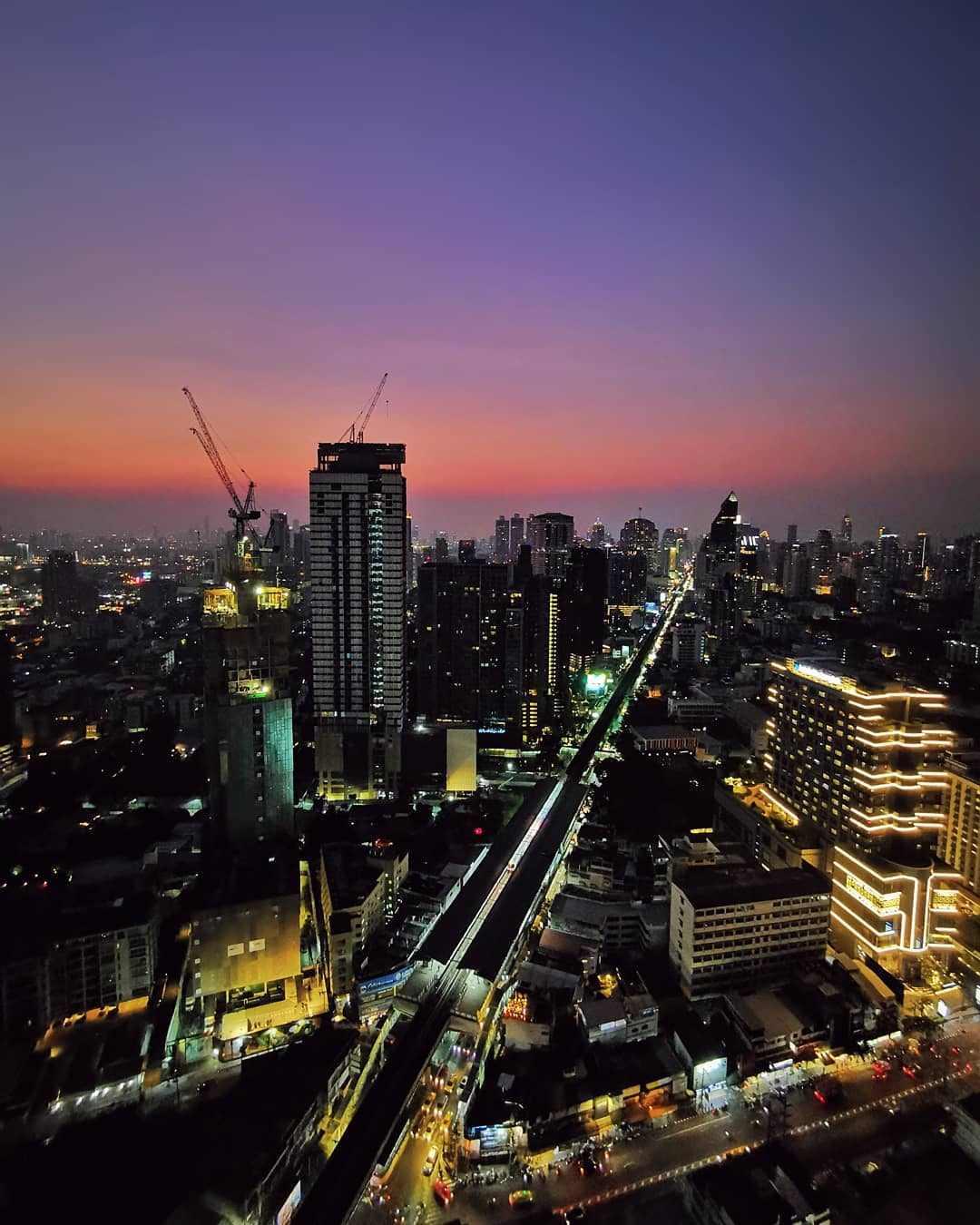Uitzicht over Bangkok vanaf Octave snachts