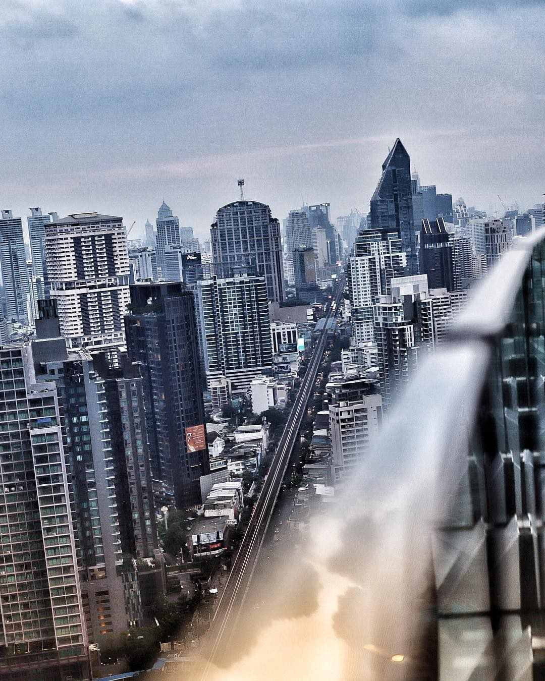 Uitzicht vanaf Octave Rooftop Bar & Lounge in Bangkok overdag