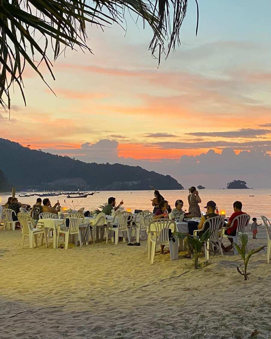 Lekker tafelen op Nai Yang Beach
