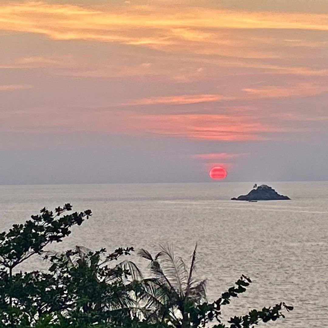 Uitzicht op de Andamanse Zee vanuit het Trisara Resort op Phuket