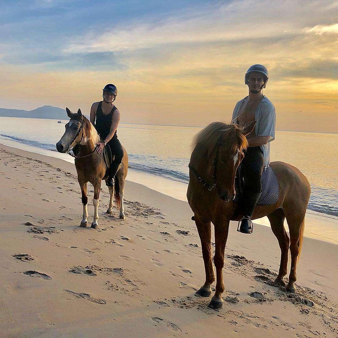 Paardrijden op Mai Khao Beach