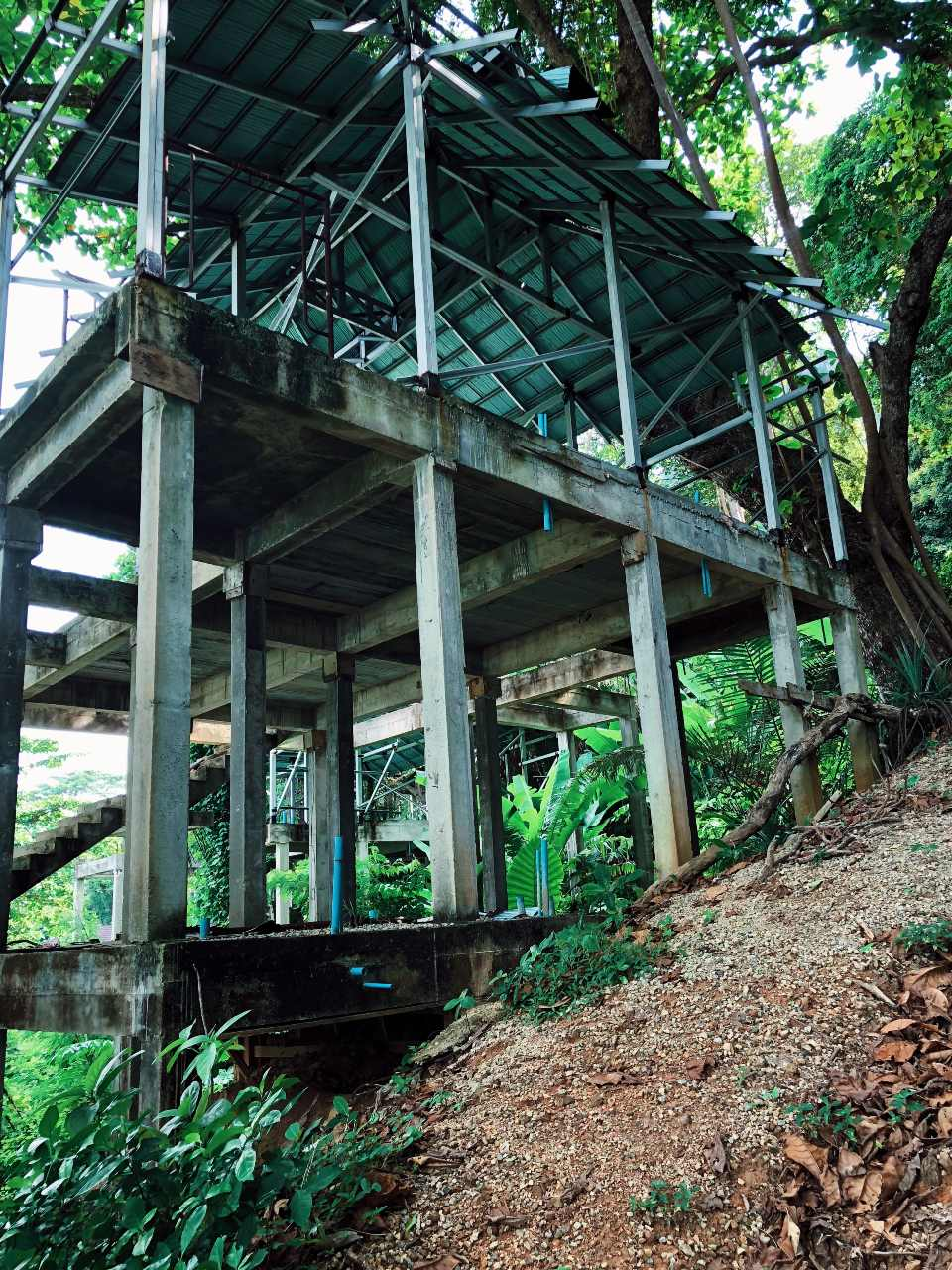 Onafgebouwd resort op Koh Ngai, Thailand