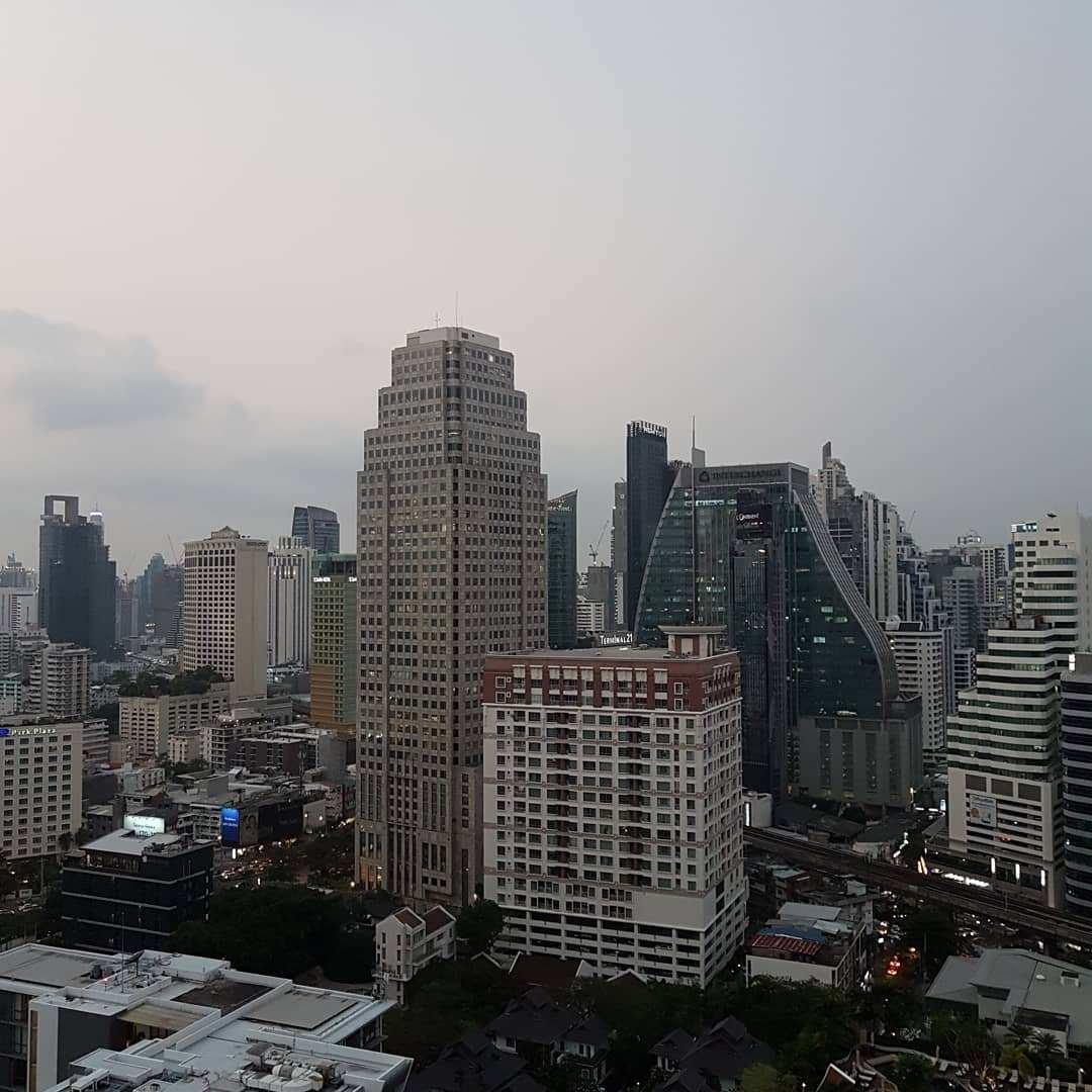 Uitzicht tijdens de dag vanaf 1826 Mixology & Rooftop Bar (Rembrandt Hotel & Suites Bangkok)
