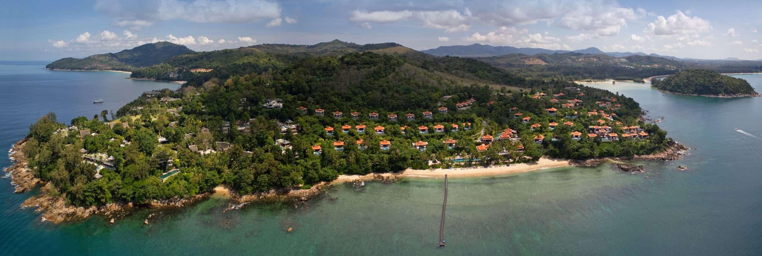 Trisara met daarachter Layan Beach op Phuket