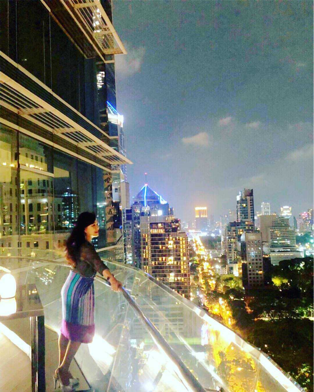 Buiten zitgedeelte van Up & Above Restaurant and Bar (The Okura Prestige) in Bangkok