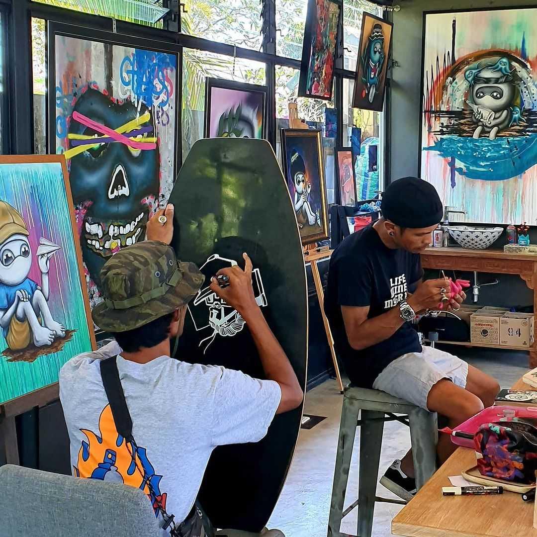 Kunst maken bij Project Artisan in de buurt van Layan Beach op Phuket