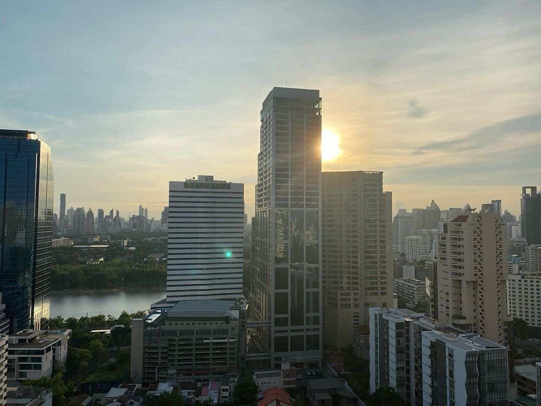 Uitzicht vanaf 1826 Mixology & Rooftop Bar (Rembrandt Hotel & Suites Bangkok) tijdens de dag