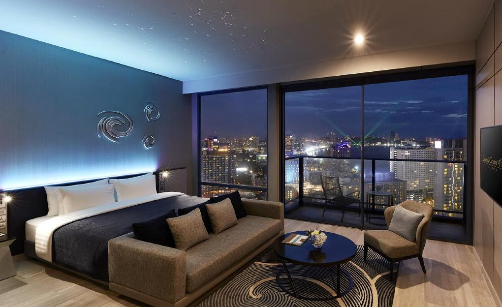 Luxury bedroom with balcony and beautiful view of Pattaya at Grande Centerpoint