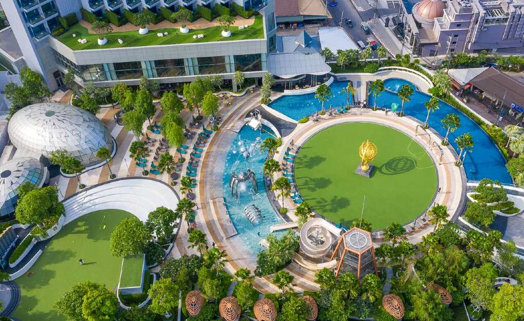Round large pool from a bird's eye view Grand Center Point Pattaya