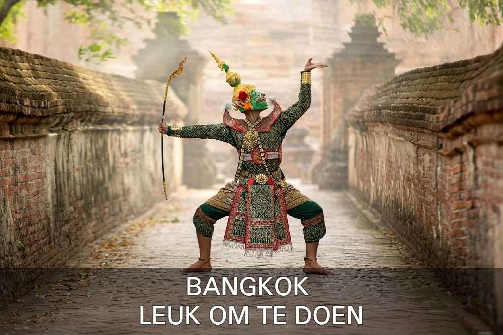 Thaise Danser In Authentiek Kostuum