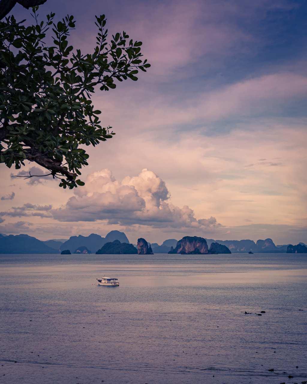Uitzicht op Phang Nga Bay vanaf Kantary Café op Koh Yao Noi