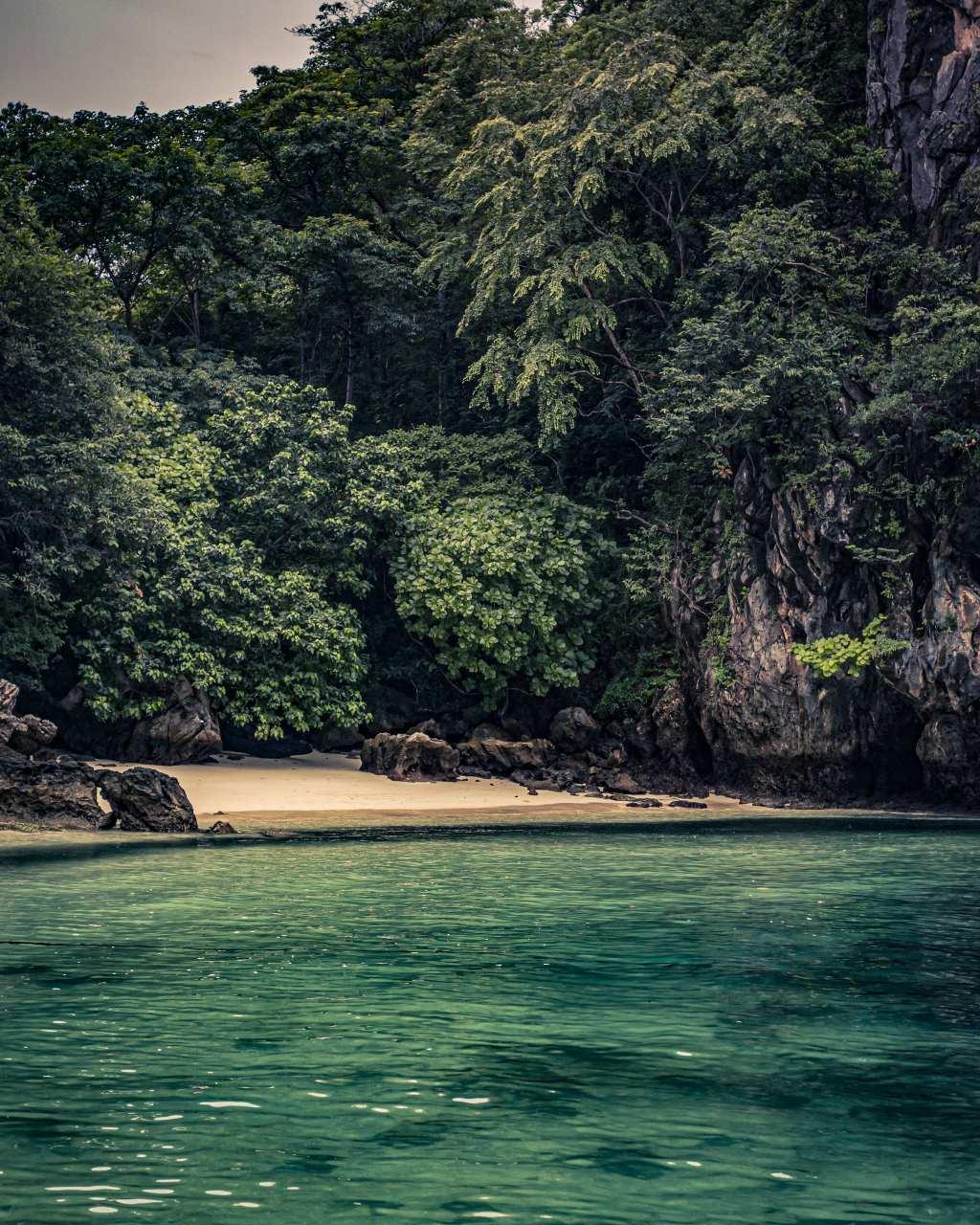 Strandje in Phang Nga Bay, Thailand