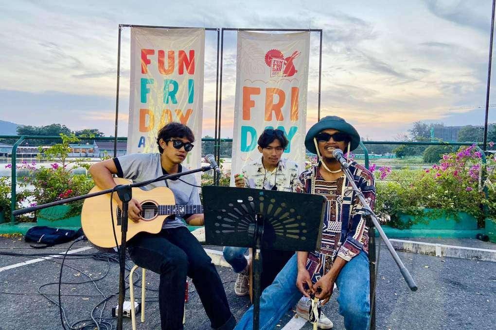 Live music at the Fun Friday Avenue Market on Phuket