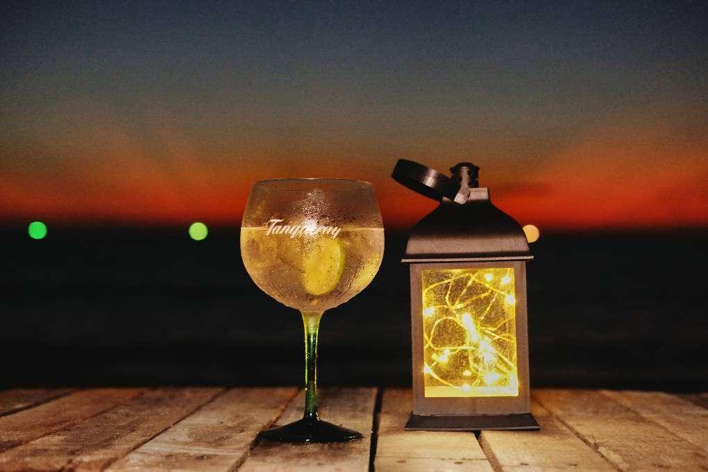 Gin tonic bij Hugo Hut op Layan Beach op Phuket