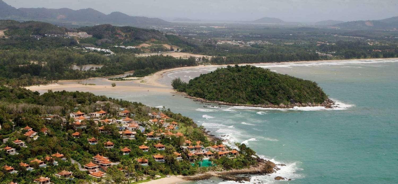 Koh Kala en zuiden van Layan Beach gezien met de helikopter
