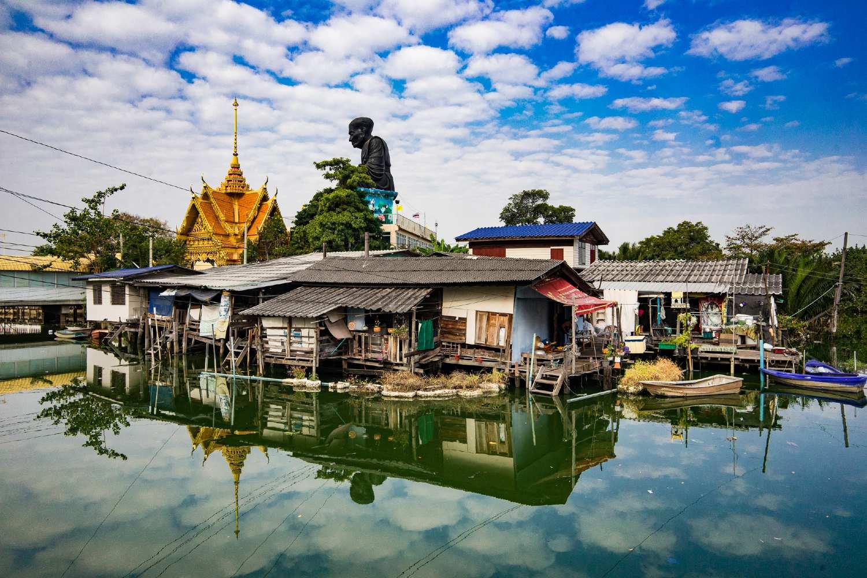 Drijvende dorp Samrong vlakbij Bangkok