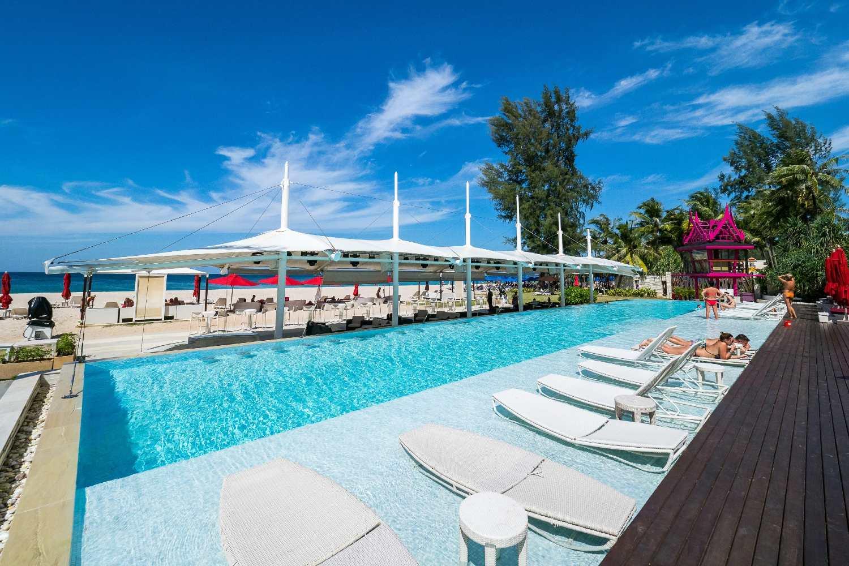 Pool of the populaira beach club Xana on Bang Tao Beach