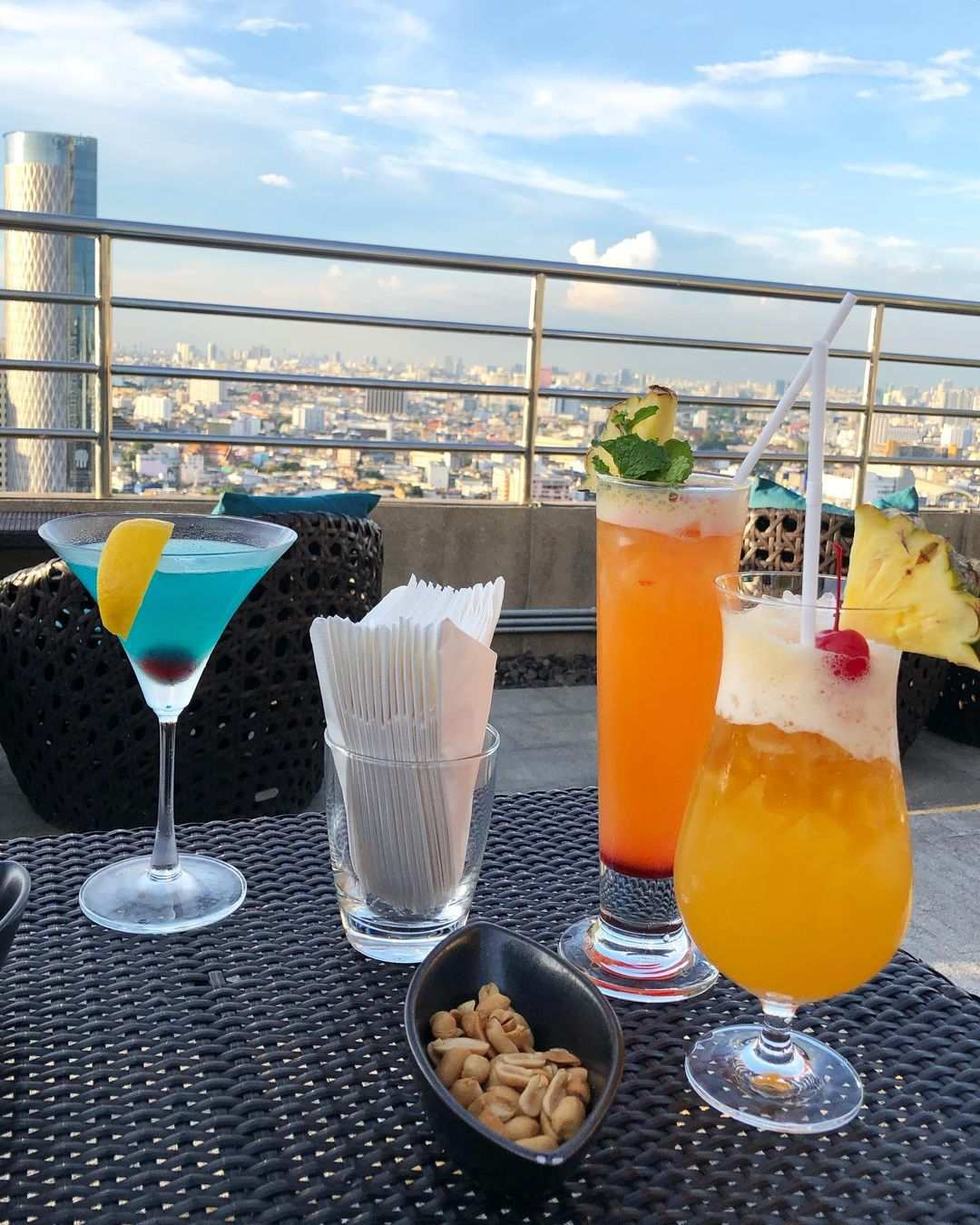 Cocktails bij ThreeSixty Jazz Lounge and Rooftop Bar (Millennium Hilton Bangkok)