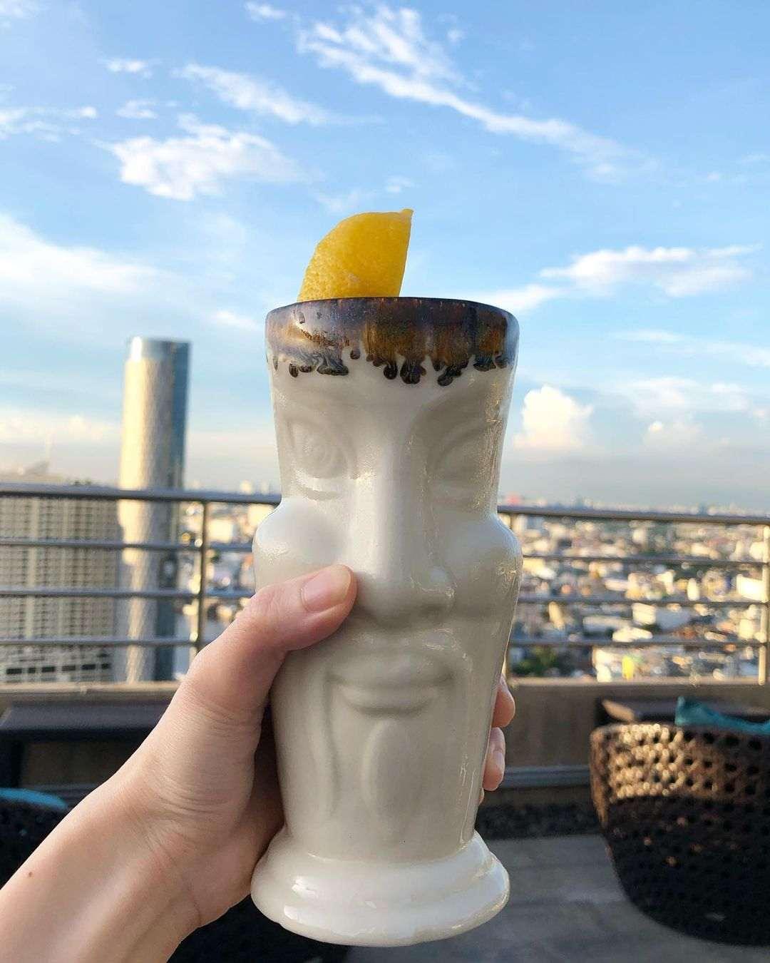 Cocktail bij ThreeSixty Jazz Lounge and Rooftop Bar (Millennium Hilton Bangkok)