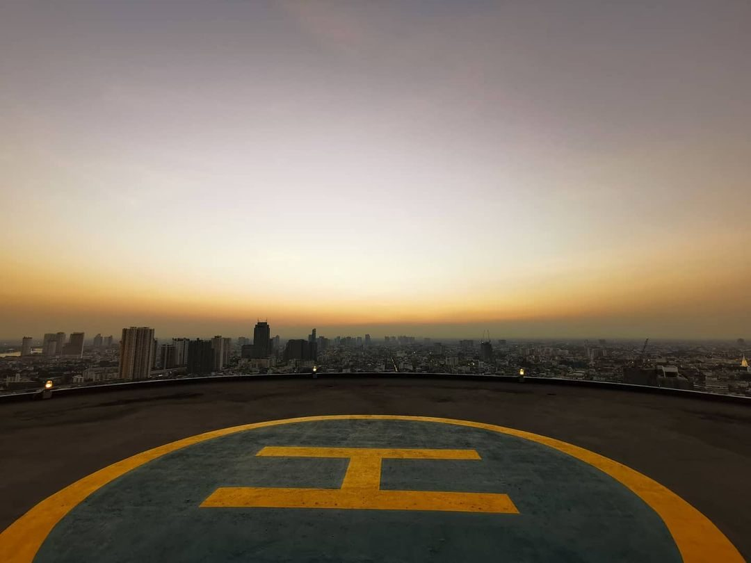 Helikopterplatform van ThreeSixty Jazz Lounge and Rooftop Bar (Millennium Hilton Bangkok)