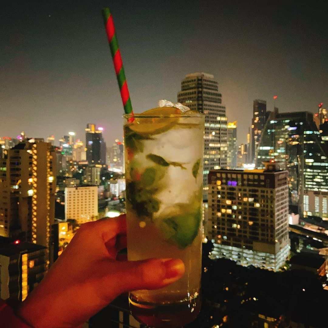 Cocktail bij 1826 Mixology & Rooftop Bar (Rembrandt Hotel & Suites Bangkok)